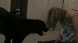 Пышка любит чувствовать болт собаки в пизденке интимный фильм зоофилия
